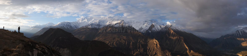 Panoramautsikt av Karakorum berg, Pakistan fotografering för bildbyråer