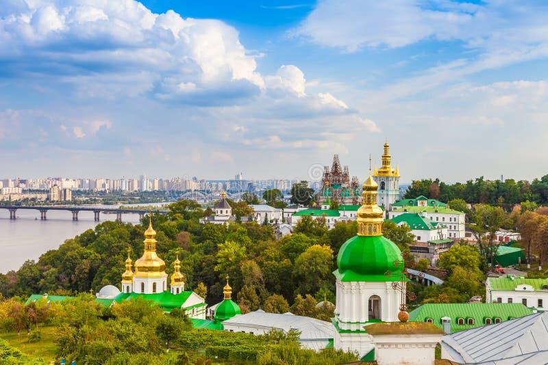 Panoramautsikt av Kiev Pechersk Lavra Orthodox Monastery i Kiev arkivbilder