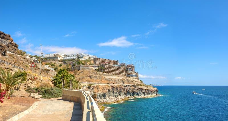 Panoramautsikt av kustlinjen nära Puerto Rico semesterortstad Gran C royaltyfri foto