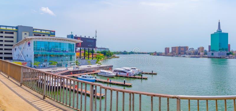 Panoramautsikt av liten vik Lagos Nigeria f?r fem kaurisn?ckor royaltyfri bild