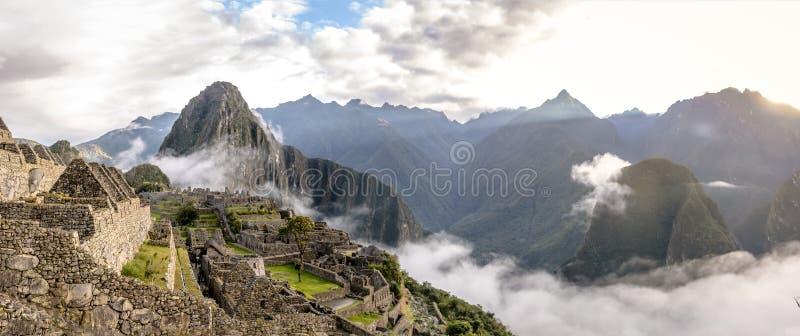 Panoramautsikt av Machu Picchu Inca Ruins - sakral dal, Peru arkivfoton