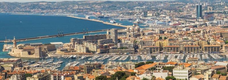 Panoramautsikt av Marseille, Frankrike, från väggarna av Notre-Dame de la Garde royaltyfria bilder