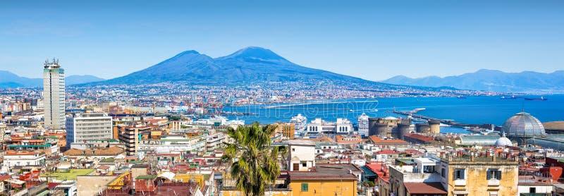 Panoramautsikt av Naples och Mount Vesuvius, Italien arkivbild