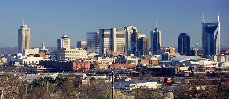 Panoramautsikt av Nashville, Tennessee Skyline i morgonljus fotografering för bildbyråer