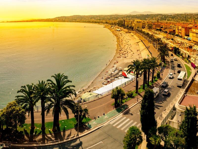 Panoramautsikt av Nice i aftonen arkivbild