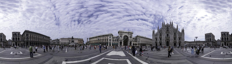 Panoramautsikt av piazza del Duomo, Milan, Italien arkivbilder