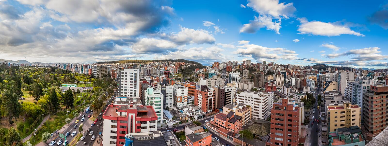 Panoramautsikt av Quito royaltyfri bild