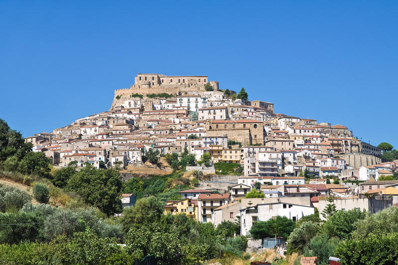 Panoramautsikt av Rocca Imperiale Calabria italy arkivbilder