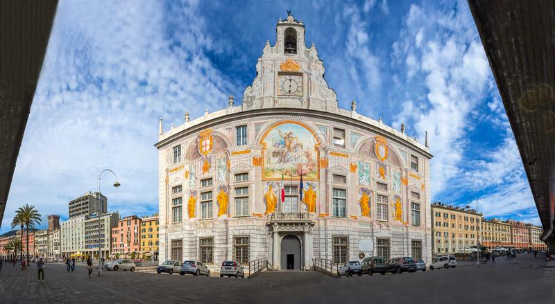 Panoramautsikt av St George Palace Palazzo San Giorgio i Genua den historiska mitten, nära område för gammal port för `-Porto Ant royaltyfria bilder
