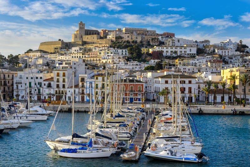 Panoramautsikt av staden av Ibiza arkivfoto