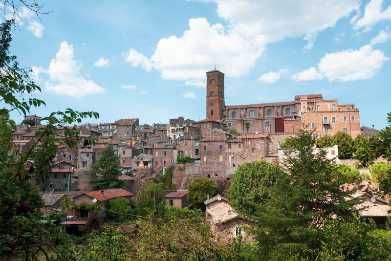 Panoramautsikt av staden av Sutri i centrala Italien royaltyfria foton