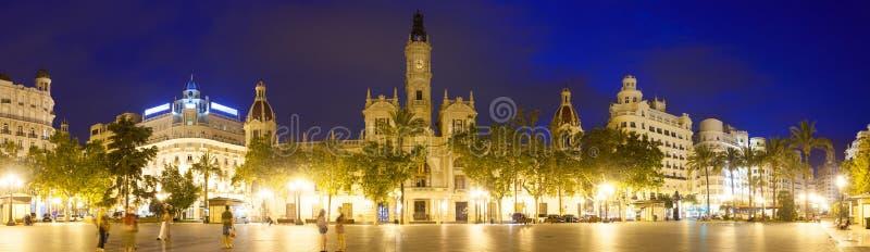 Panoramautsikt av stadshuset i afton. Valencia fotografering för bildbyråer