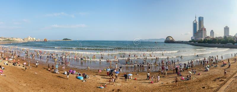 Panoramautsikt av stranden i Qingdao arkivbilder