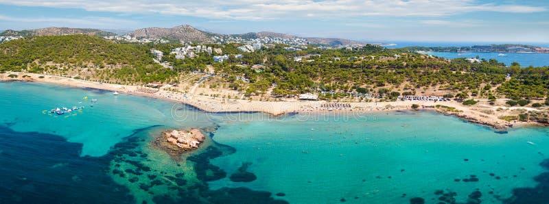 Panoramautsikt av stranden av Kavouri, Aten arkivbilder