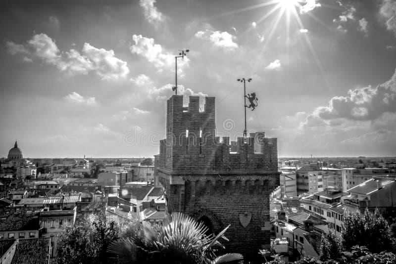 Panoramautsikt av tornet av den Udine slotten, Italien royaltyfri bild