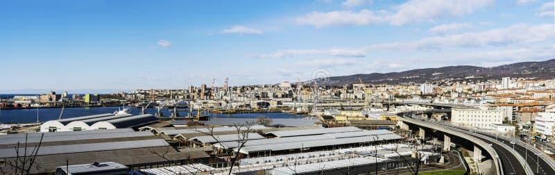 Panoramautsikt av Trieste port och bransch royaltyfri bild