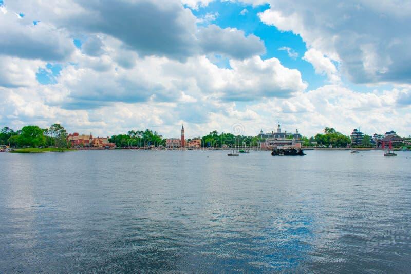 Panoramautsikt av Tyskland-, Italien, Amerika och Japan paviljonger p? bakgrund f?r molnig himmel p? Epcot i Walt Disney World arkivfoton