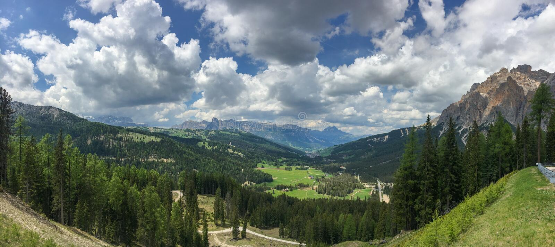 Panoramautsikt av Val Badia, Italien arkivbilder