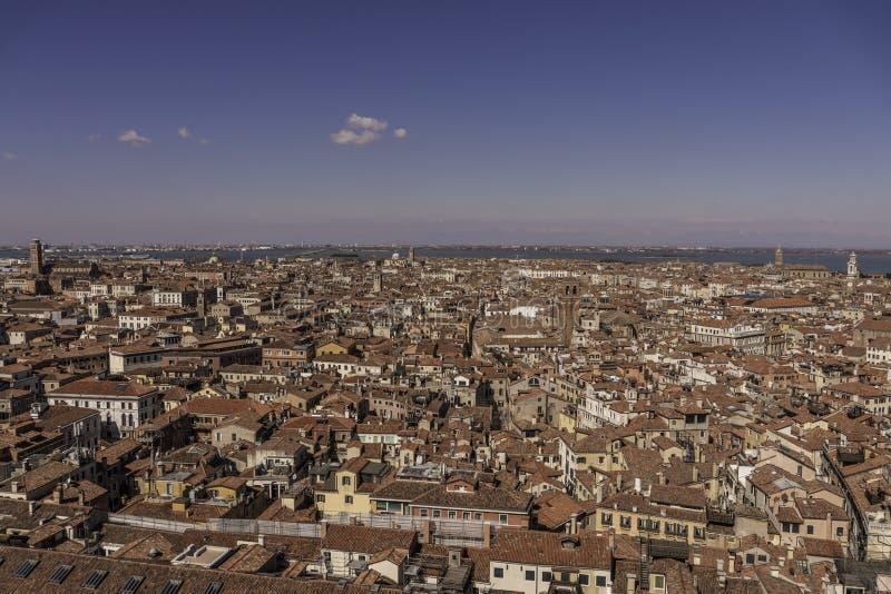 Panoramautsikt av Venedig Italien från Sts Mark Campanile royaltyfria bilder