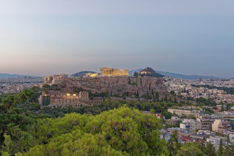 Panoramautsikt för Aten Grekland, parthenon- och akropoli skymningen royaltyfria bilder