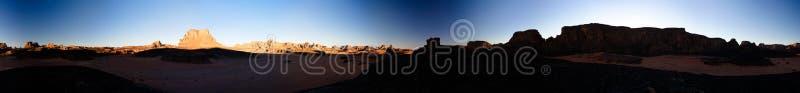 Panoramautsikt för soluppgång 360 till den Moul Nagadalen på i den Tassili nAjjernationalparken, Algeriet royaltyfri fotografi