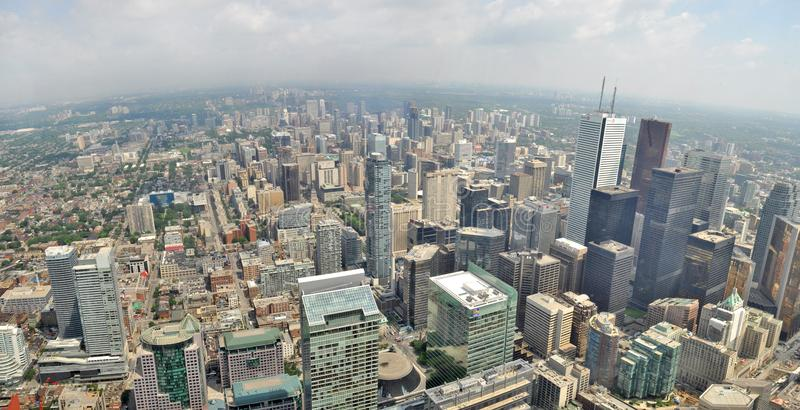 Panoramautsikt från CN-torn till horisonten av i stadens centrum Toronto arkivfoton