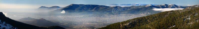 Panoramautsikt från den Madrid toppiga bergskedjan arkivbild
