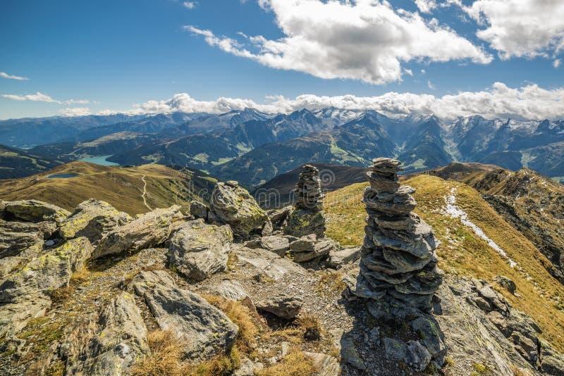 Panoramautsikt från Kreuzjoch, Zillertall, Österrike arkivfoton