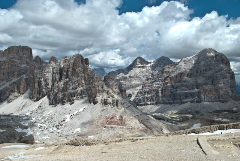 Panoramautsikt från monteringen Lagazuoi, på det Falzarego passerandet ovanför ` Ampezzo för Cortina D, på en höjd av 3000 meter royaltyfria bilder