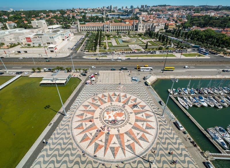 Panoramautsikt från monumentet till upptäckterna, Lissabon, Portugal royaltyfria foton