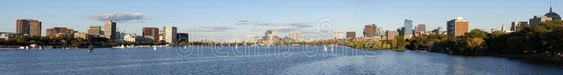Panoramautsikt i Charles River Boston arkivfoton
