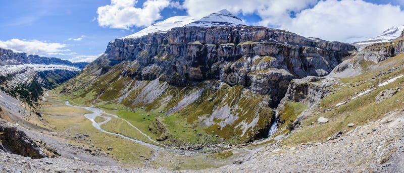 Panoramautsikt i den Ordesa dalen, Aragon, Spanien arkivfoto