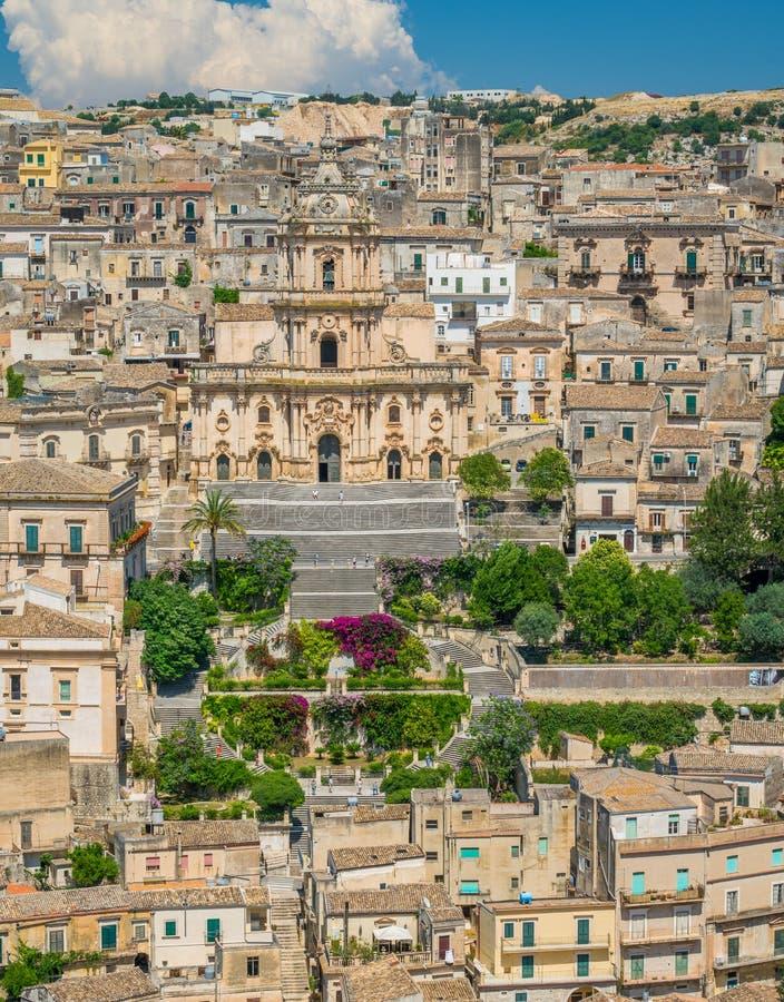 Panoramautsikt i Modica, fantastisk stad i landskapet av Ragusa, i den italienska regionen av Sicilien Sicilia, Italien arkivbilder