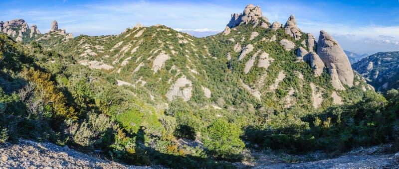 Panoramautsikt i Montserrat Mountain, Spanien royaltyfri bild