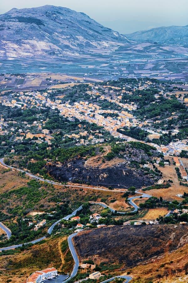 Panoramautsikt med den Trapani staden i Erice Sicilien Italien arkivbilder