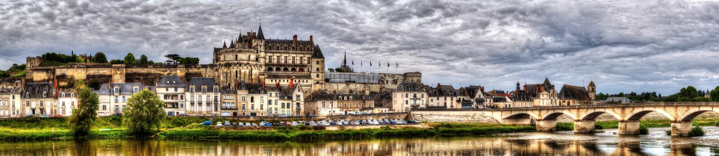 Panoramautsikt på Chateau och by av Amboise på den Loir floden arkivbilder