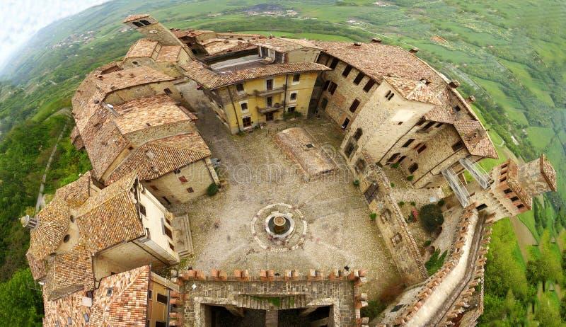 Panoramautsikt på Castell'arquato, Piacenza, Italien arkivbilder