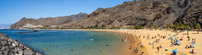 Panoramautsikt på den berömda vita sandstranden Playa de Las Teresitas fotografering för bildbyråer