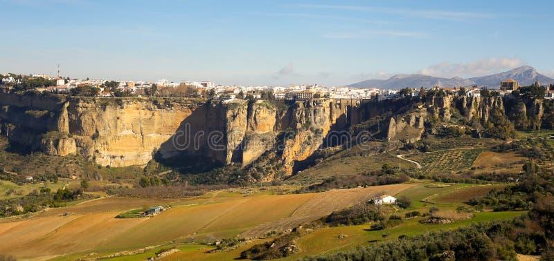 Panoramautsikt på den Ronda staden och omgeende slättar royaltyfria bilder
