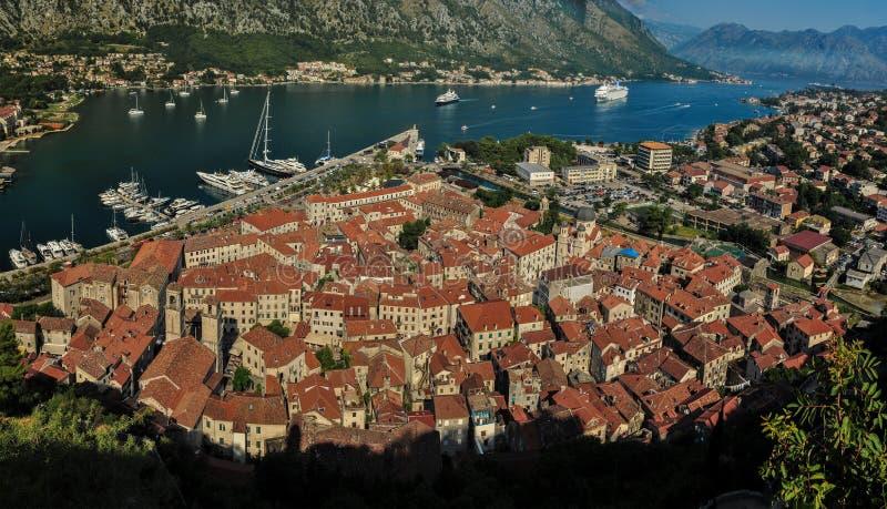 Panoramautsikt på Kotor och Kotor fjärd i Montenegro royaltyfria foton