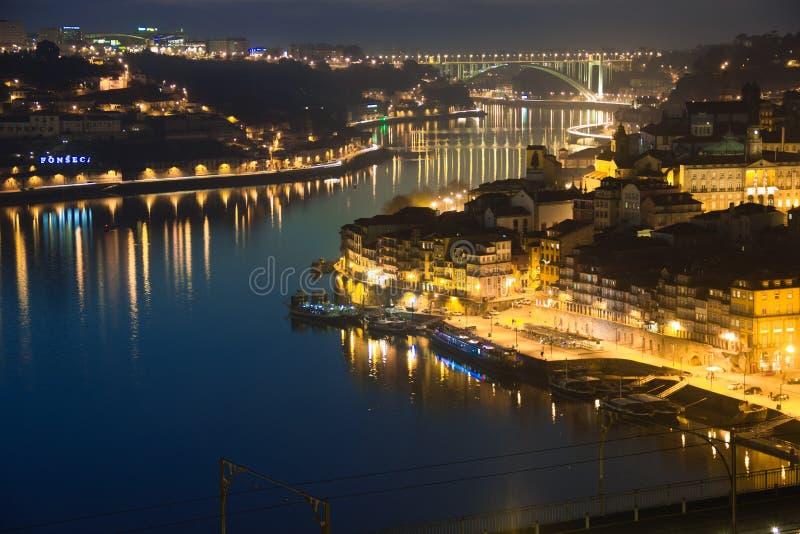 Panoramautsikt på natten. Porto. Portugal arkivfoto