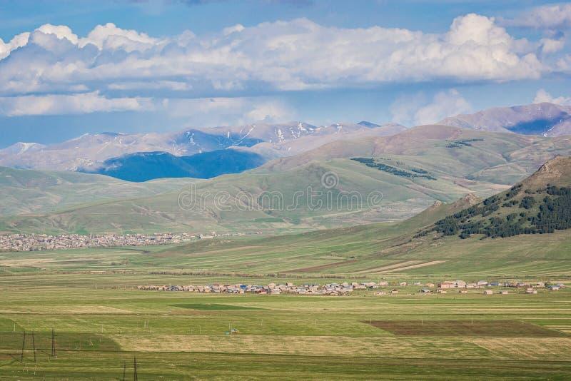 Panoramautsikt på naturen runt om staden Gyumri i Armenien arkivfoto