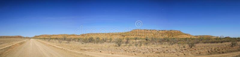 Panoramautsikt på vägsavannahvägen, rösen till Katherine, Queensland, Asutralia royaltyfria bilder