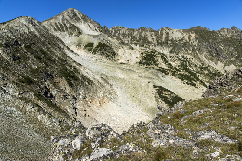 Panoramautsikt runt om det Polezhan maximumet arkivfoto
