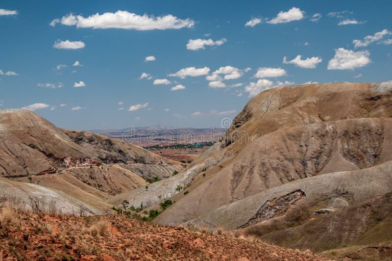 Panoramautsikt som ner går till den madagassiska slätten arkivbilder