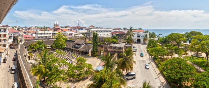 Panoramautsikt till det gamla fortet på stenstaden, Zanzibar, Tanzania royaltyfria foton