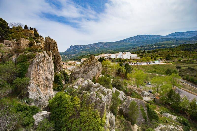 Panoramautsikt till det h?rliga landskapet i bergbyn Guadalest, Spanien arkivbild