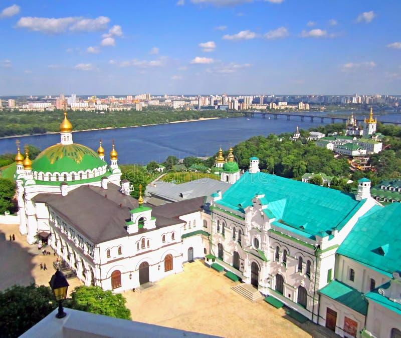 Panoramautsikt till Kiev Pechersk Lavra Kristen kloster, ortodoxa kyrkor royaltyfria foton