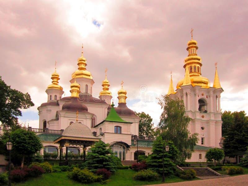 Panoramautsikt till Kiev Pechersk Lavra med klockatornet Unesco-världsarv fotografering för bildbyråer