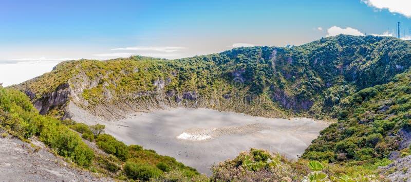 Panoramautsikt till krater av Diego de La Haya på Irazu Volcano National Park i Costa Rica arkivbilder